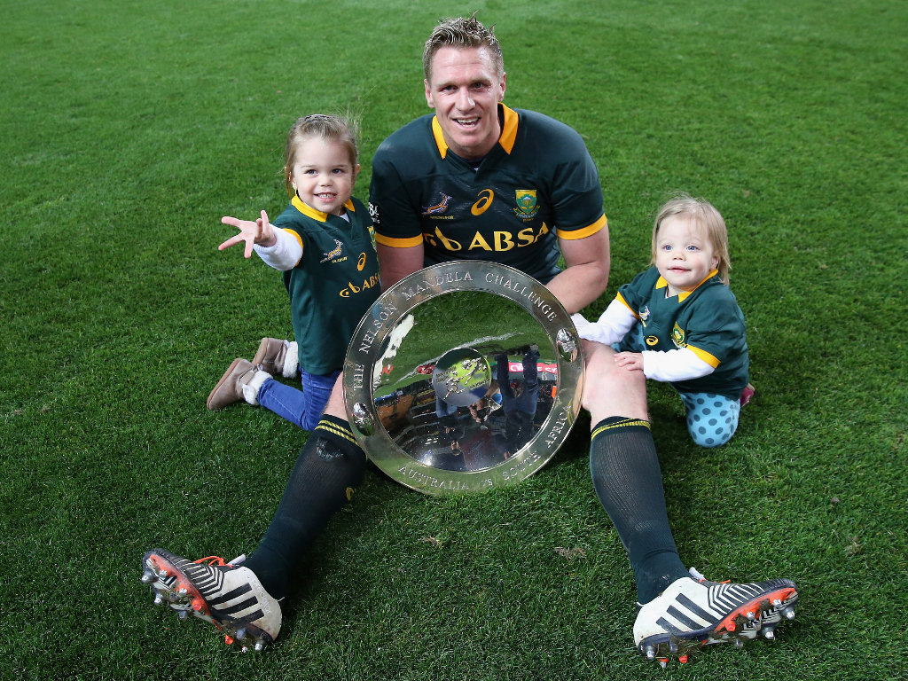 Jean de Villiers with the Nelson Mandela Plate and his daughters