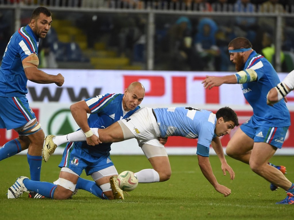 Going nowhere: Sergio Parisse brings down Lucas Amorosino