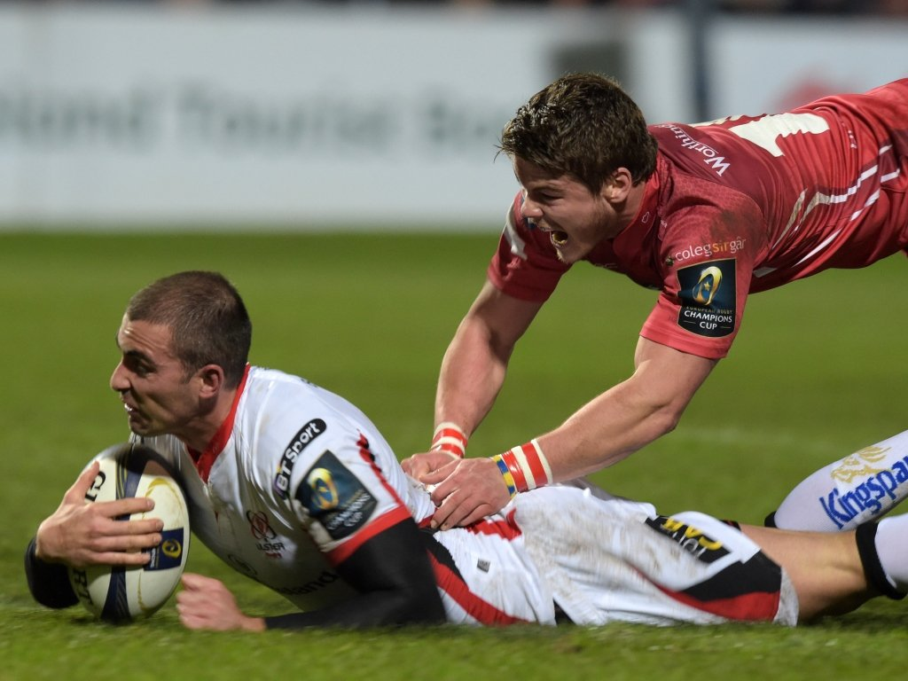 Ruan Pienaar grabbed a try on his return for Ulster in their bonus-point win