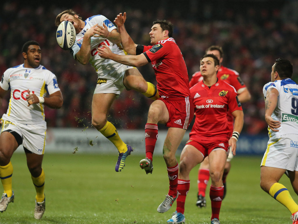 There was plenty of kicking and competing in the air at Thomond Park