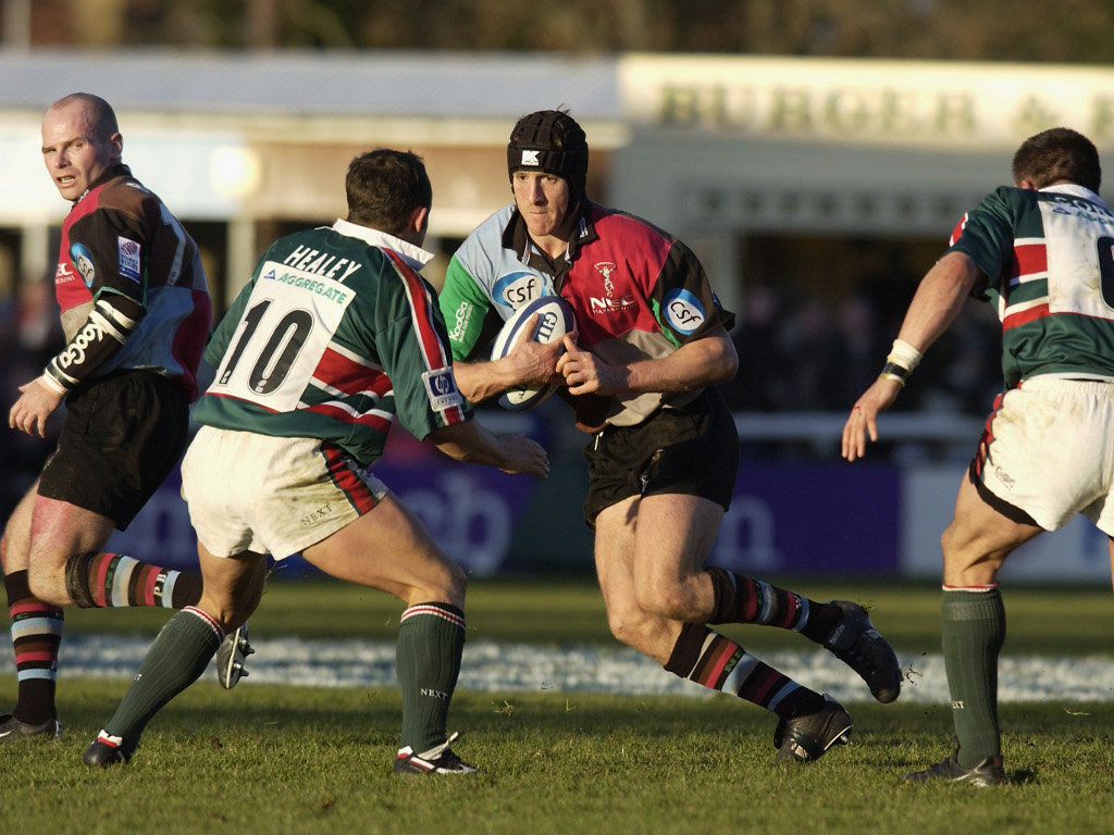 2001 Will Greenwood of Harlequins takes on Austin Healey of Leicester Tigers
