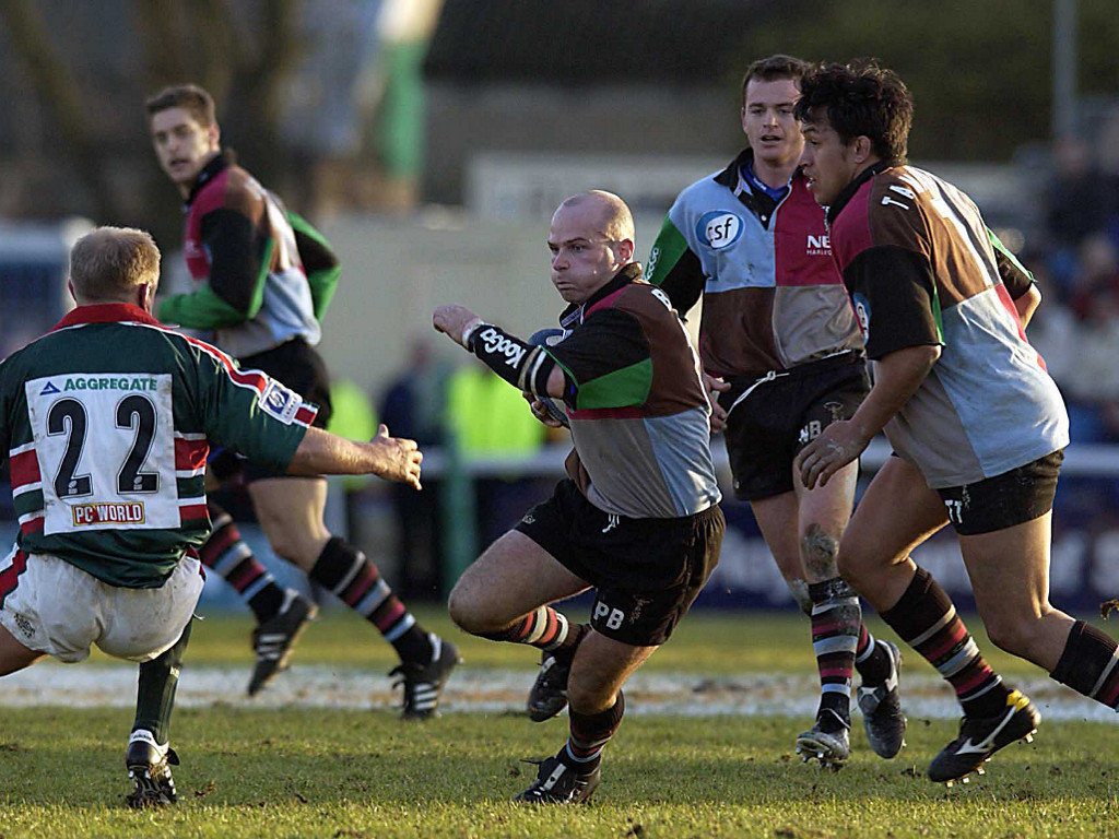 2002 Paul Burke of Harlequins charges through the Leicester defence