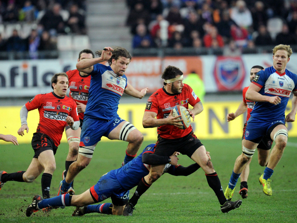 Waiting on support: Pierre Aguillon of Oyonnax
