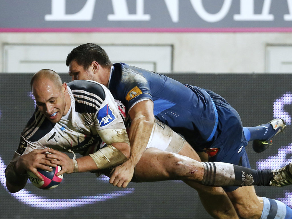 Sergio Parisse is tackled as he scores