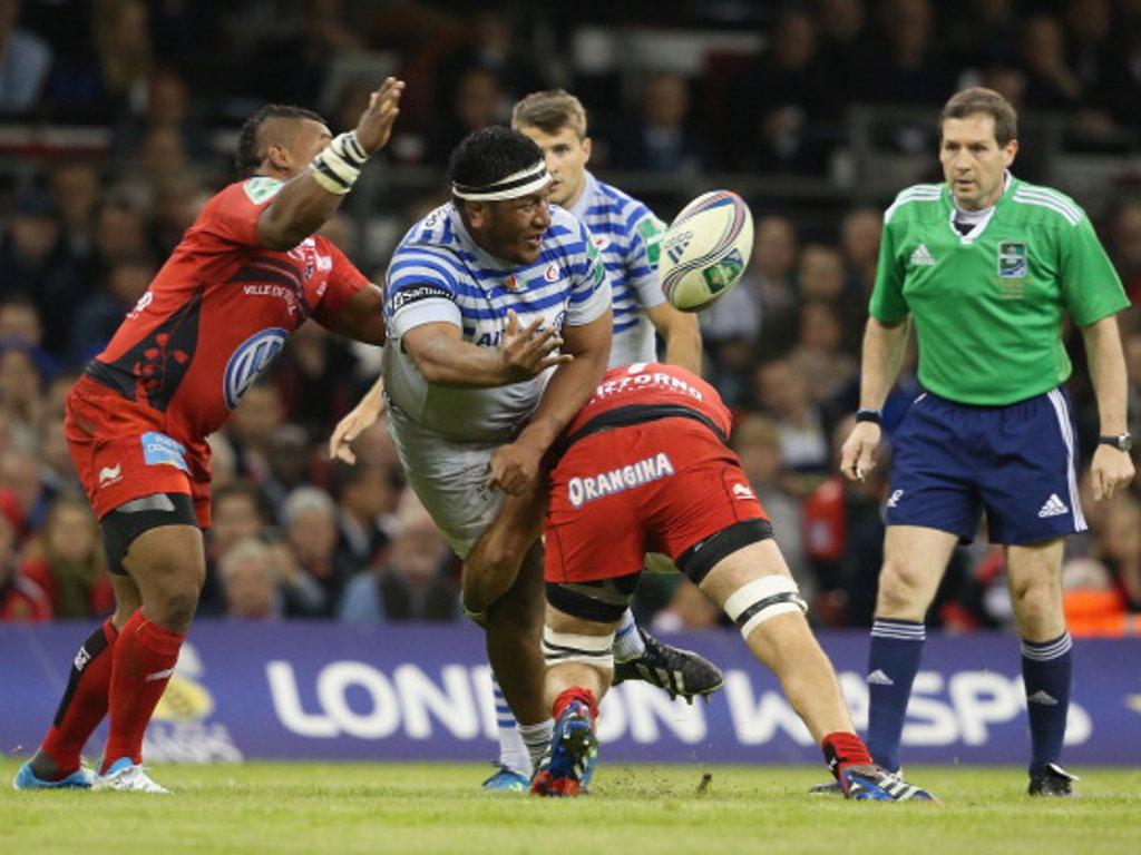 Mako Vunipola gets his pass away in the final