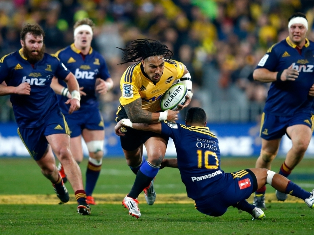 Ma'a Nonu charges through Lima Sopoaga