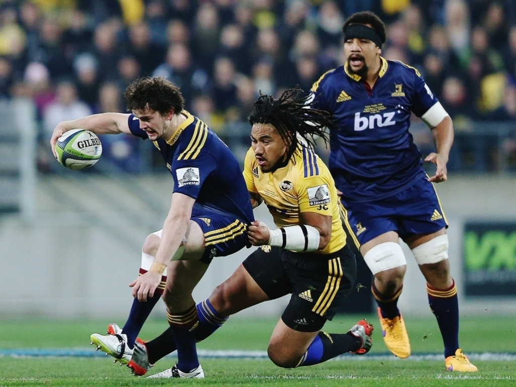 Richard Buckman tackled by Ma'a Nonu